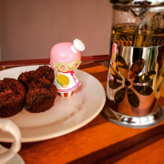 Vişneli, çikolatalı ve hatta hindistancevizli muffin                      127 kalori / 24 adet