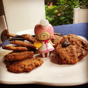Fıstıkezmeli ve tabii ki çikolatalı kurabiye               27 adet 104 kalori